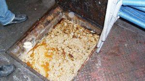 limpeza de fossa caixa de gordura 300x167 - Limpeza de Caixa de Gordura em Osasco